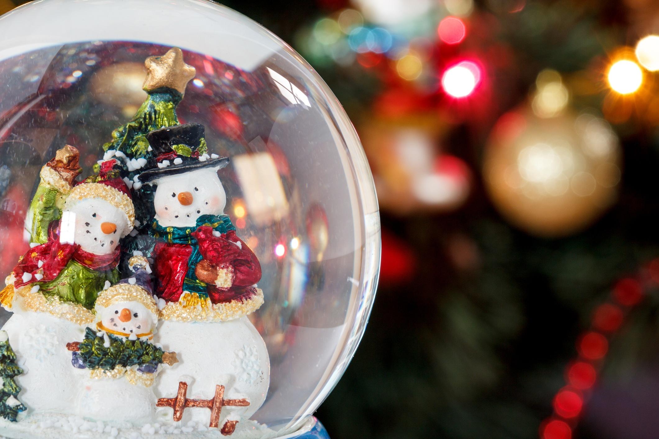 snow-globe-christmas-crafting.jpg