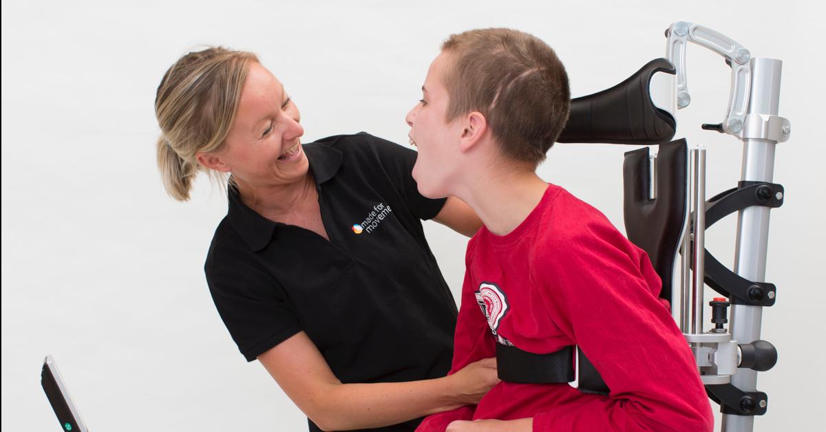 Fysioterapeaut med cp-pasient. Slik får du bruker inn og ut av Innowalk