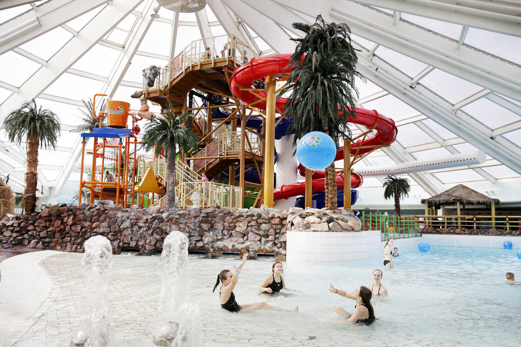 4 fun and accessible water parks for kids with disabilities